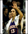 Steve Nash salutes the crowd